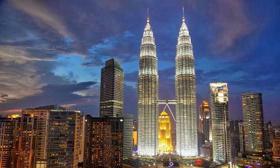 10 tempat wisata di kuala lumpur malaysia yang paling populer rh kangkoblog wordpress com Menara KLCC menara kembar petronas berada di negara brainly
